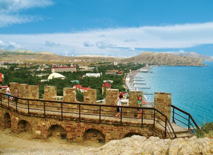 Вид с генуэзской крепости на Судак, Черное море